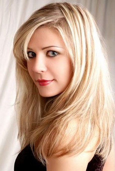 Coiffure blonde cheveux long - Coupe cheveux long blond ...