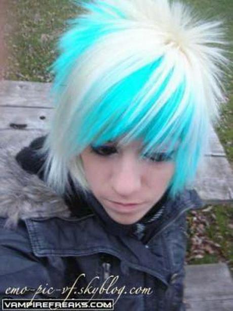 Cheveux courts emo pour fille