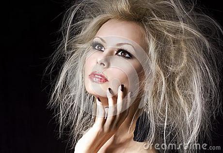 Fille De Blonde De Mode. Belle Femme Blonde Avec La Coiffure