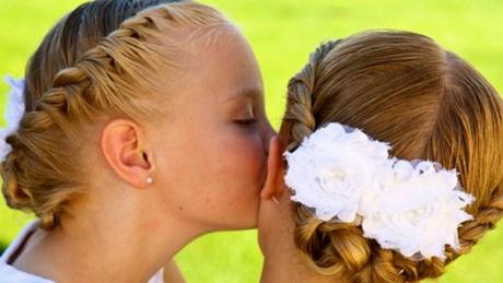 Coiffure mariage pour petite fille for Coiffure demoiselle d honneur ado