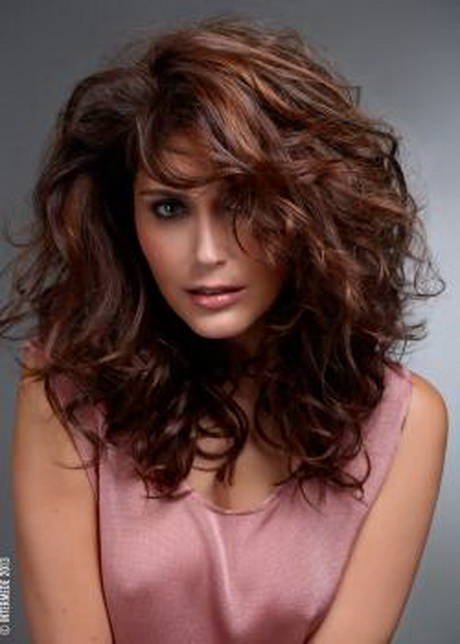 Coupe cheveux boucles femme - Coiffure femme boucle ...