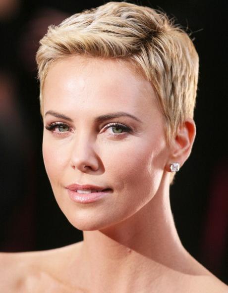 Coupe cheveux court blond - Coiffure coupe garconne femme ...