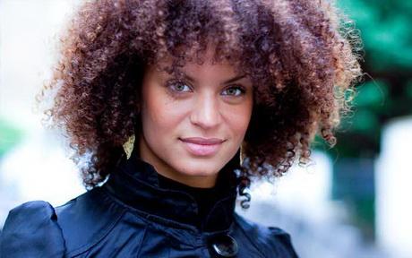 Coupe de cheveux afro femme