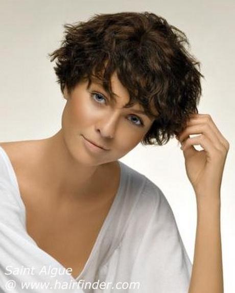 Coupe de cheveux courte visage rond - Cheveux frises coupe courte ...