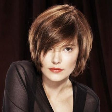 Coupe de cheveux mi courte - Quelle coupe de cheveux pour un visage rond ...