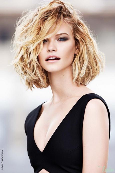 Modele coupe de cheveux mi long pour visage rond