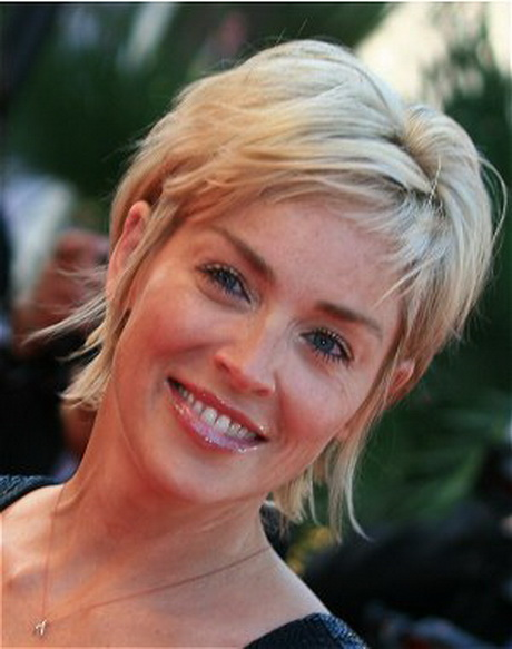 Sharon stone cheveux courts for Coupe de cheveux sharone stone