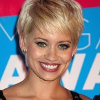 Coupe cheveux courts blonds
