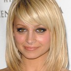 Coupe de cheveux blonde mi long