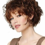 Coiffure courte bouclee femme