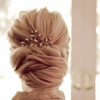 Chignon bas cheveux mi long
