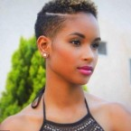 Coupe afro femme court