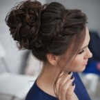 Chignon destructuré cheveux mi long