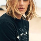 Homme blond cheveux long