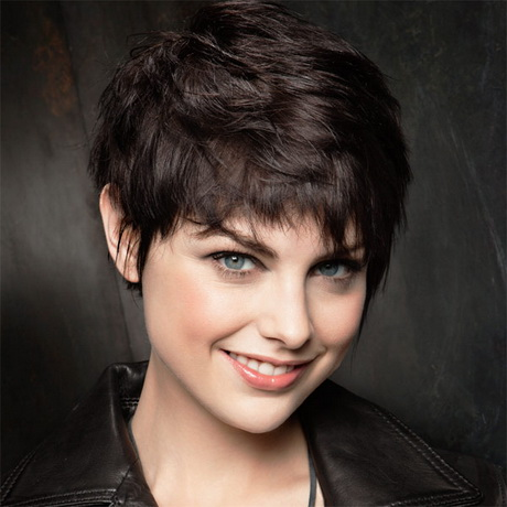 Coupe de cheveux courte visage rond