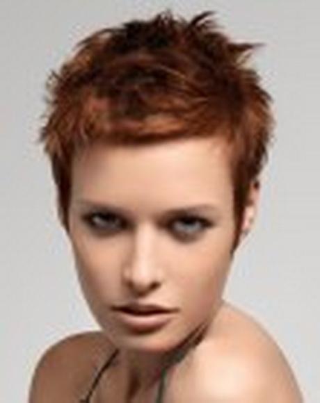 Modèle de coupe de cheveux courte pour femme