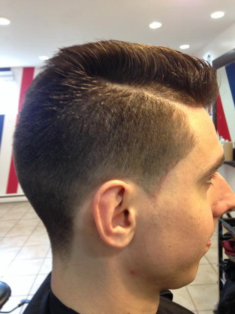 Coupe De Cheveux Homme Avec Raie