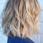 Blonde cheveux mi long