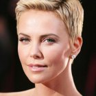 Charlize theron coupe courte