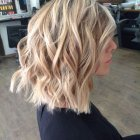 Coupe carre meche blonde